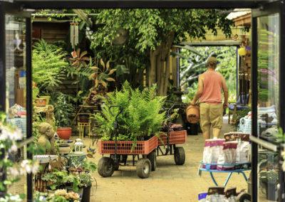garden-center-employee